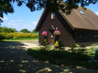 Wessex Chalet. Stour Cross Farm, Shaftesbury. - West Stour vacation rentals