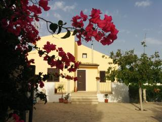 Bright 4 bedroom Sampieri Villa with Deck - Sampieri vacation rentals