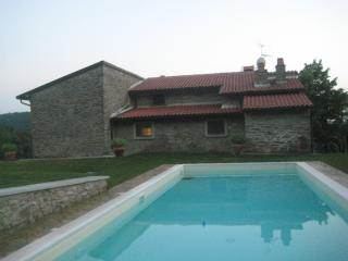 Nice Farmhouse Barn with Television and Parking - Chiaveretto vacation rentals