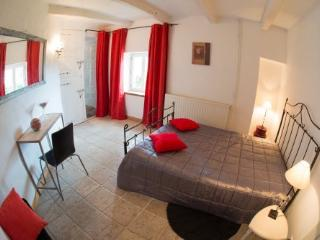 Bright 4 bedroom Guest house in Lauzerte with Internet Access - Lauzerte vacation rentals