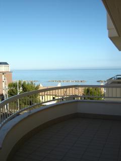 Nice 2 bedroom Cupra Marittima Apartment with Balcony - Cupra Marittima vacation rentals
