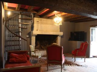 Cozy 2 bedroom Angers Gite with Internet Access - Angers vacation rentals