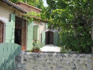 3 bedroom House with Internet Access in Bouteilles-Saint-Sebastien - Bouteilles-Saint-Sebastien vacation rentals