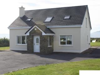 Comfortable 3 bedroom Ballydavid House with Microwave - Ballydavid vacation rentals