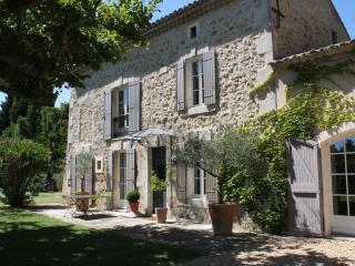 Mas de caractere ,très calme - Avignon vacation rentals
