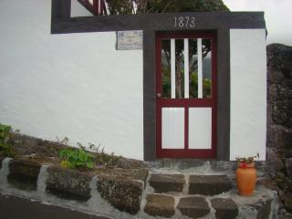 Nice Cottage with Internet Access and Outdoor Dining Area - Lajes do Pico vacation rentals