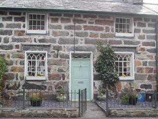 Beddgelert 2 Bedroom  cottage overlooking river - Beddgelert vacation rentals