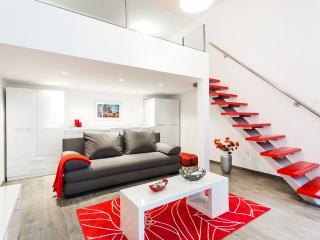 Red&White, style in the center - Budapest vacation rentals