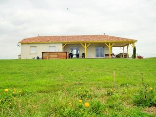 Bright 3 bedroom Nerac House with Internet Access - Nerac vacation rentals