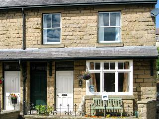 LYNTON, family friendly, country holiday cottage, with a garden in Tideswell, Ref 8870 - Tideswell vacation rentals