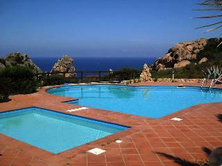 Villetta con due piscine, per adulti e per bambini - Costa Paradiso vacation rentals
