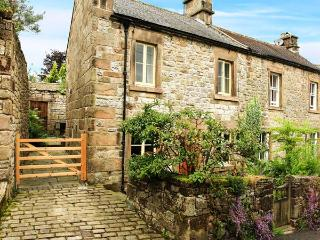 PUMP COTTAGE, pretty cottage, close to amenities, woodburning stove, garden, in Winster, Ref 29534 - Winster vacation rentals