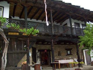 Wonderful House in Sevlievo with Internet Access, sleeps 9 - Sevlievo vacation rentals