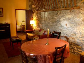 Charming 2 bedroom Cascastel-des-Corbieres Gite with Internet Access - Cascastel-des-Corbieres vacation rentals