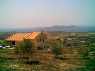 Bright 4 bedroom Nea Styra Cottage with Central Heating - Nea Styra vacation rentals