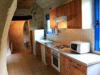 2 bedroom Cave house with Internet Access in Le Puy-Notre-Dame - Le Puy-Notre-Dame vacation rentals