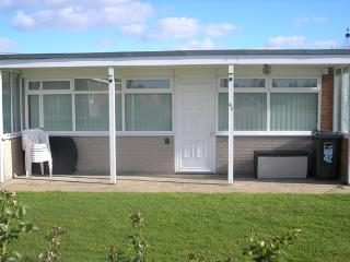 Bright 2 bedroom Chalet in Mundesley - Mundesley vacation rentals