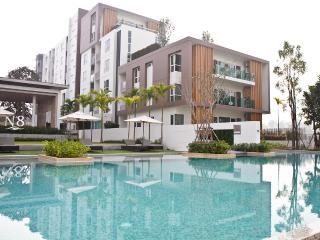 Chiang Mai Apt. Lakeside /Pool - Chiang Mai vacation rentals