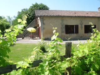 Les Iris dans les anciennes étables de la propriété, 2 km de Bergerac - Lembras vacation rentals