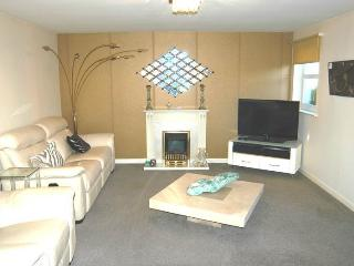 2 bedroom Condo with Internet Access in Aberdeen - Aberdeen vacation rentals