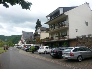 "Moselle-holiday-appartment, 1.Floor ""Riesling"" - Zell (Mosel) vacation rentals"