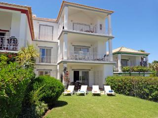 Cozy 2 bedroom Quinta do Lago Condo with A/C - Quinta do Lago vacation rentals