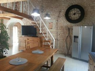 Adorable Gite with Toaster and Satellite Or Cable TV - Saint-Mard vacation rentals