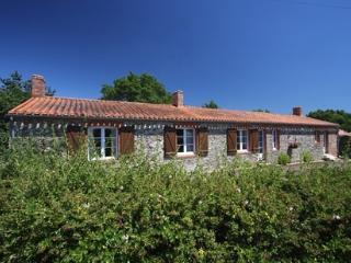 Domaine de Bacqueville - gîte la Boulangerie 10p - L'Aiguillon-sur-Mer vacation rentals