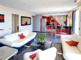 Luxueux Appartement RG Duplex - LRA Cannes 5* - Cannes vacation rentals