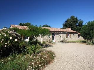 Domaine de Bacqueville - Gite la Forgerie 5pers - L'Aiguillon-sur-Mer vacation rentals