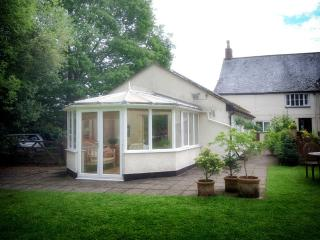 Lovely Cottage with Internet Access and Central Heating - Hatch Beauchamp vacation rentals