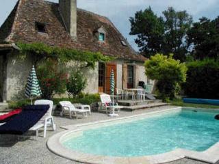 ANCIENNE FERME PISCINE ETANG DE PECHE 2-7pers - Bergerac vacation rentals