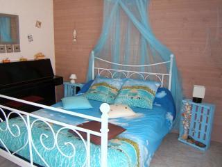Romantic 1 bedroom Bed and Breakfast in Landeronde - Landeronde vacation rentals