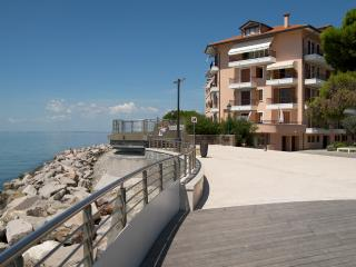 Cozy 2 bedroom Grado Condo with Balcony - Grado vacation rentals