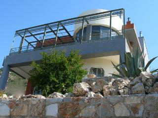 Bright 4 bedroom Athens Villa with Internet Access - Athens vacation rentals