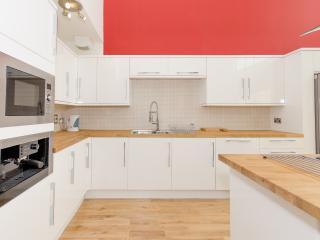 Luxury modern central townhous - Edinburgh vacation rentals