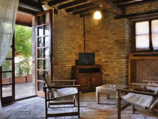 Anna: cozy house for 8 people in medieval village - Montemaggiore al Metauro vacation rentals
