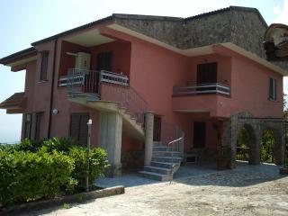 villa a 4 km dal mare  (appart. n 2 piano terra) - Santa Marina vacation rentals
