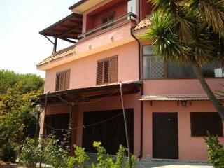 villa  a 4 km dal mare. appart. n 4 al primo piano - Santa Marina vacation rentals