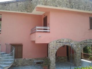 villa a 4 km dal mare. appart. n 3 al primo piano - Santa Marina vacation rentals