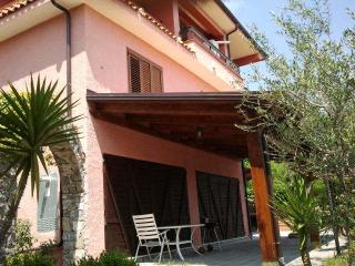 villa a 4 km dal mare. appart. n 1 piano terra - Santa Marina vacation rentals