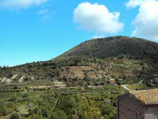 Casetta con vista panoramica tra mare e campagna - Lascari vacation rentals