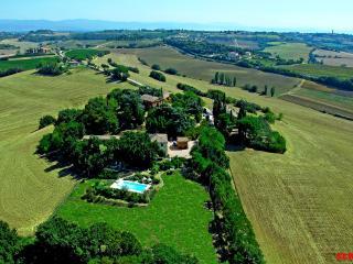 Comfortable Condo with Internet Access and Shared Outdoor Pool - Castiglione Del Lago vacation rentals