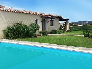 Spaziosa villa con piscina privata per 14 persone - Stintino vacation rentals