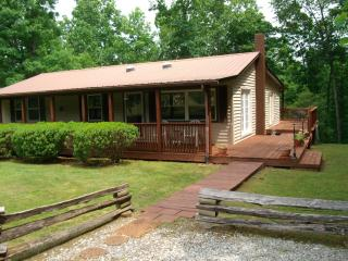 1500 sf cabin sitting on 5 beautiful, private ac - Crossville vacation rentals