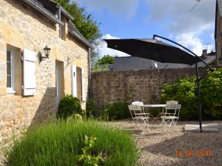2 bedroom House with Internet Access in Port-en-Bessin-Huppain - Port-en-Bessin-Huppain vacation rentals