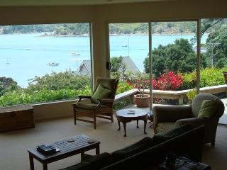 Beautiful 2 bedroom Oneroa House with DVD Player - Oneroa vacation rentals