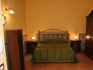 Cozy 3 bedroom Castrovillari House with Internet Access - Castrovillari vacation rentals