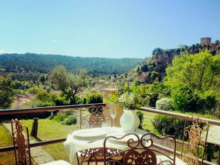 Romantic house in the heart of Provence, with view - Cotignac vacation rentals
