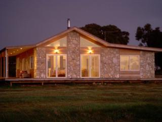 2 bedroom House with Television in Emu Bay - Emu Bay vacation rentals